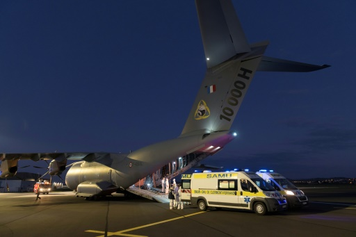 Coronavirus: transport inédit par A400M de patients parisiens vers Clermont-Ferrand